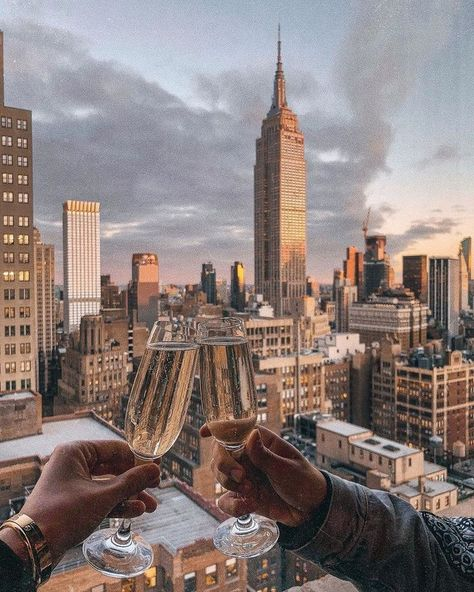 new york city rooftop aesthetic New York Rooftop Bar, Rooftop Bars Nyc, New York Life, Nyc Life, City Aesthetic, Travel Aesthetic, City Vibe, New York City Travel, New York City Bars