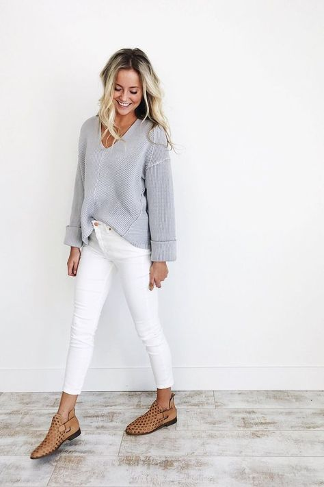 How to wear white jeans in the fall and winter
