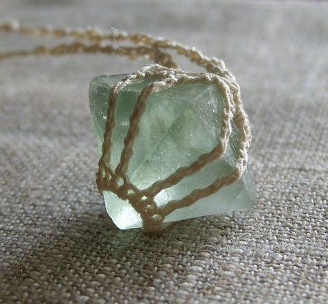 Crystal Quartz Halskette. Anhänger. Kubische Fluorit. Hand gehäkelt. Böhmische Halskette