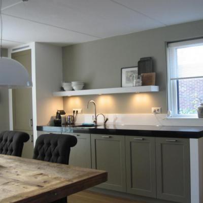 Wandplank Met Verlichting Keuken.Planken In Keuken Simple Eiken Zwevende Plank En Eiken Magnetron