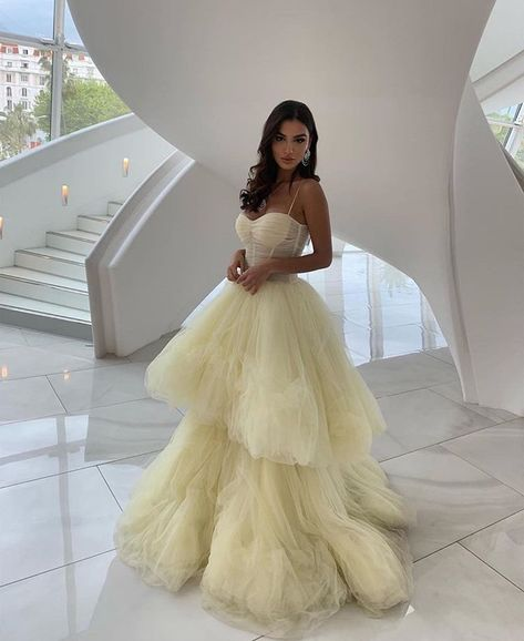 Cartier Teppich Cartier Teppich Source by kleider Source by Dresses aesthetic Cute Prom Dresses, Prom Outfits, Dressy Dresses, Mode Outfits, Ball Dresses, Elegant Dresses, Beautiful Dresses, Wedding Dresses, Strapless Prom Dresses