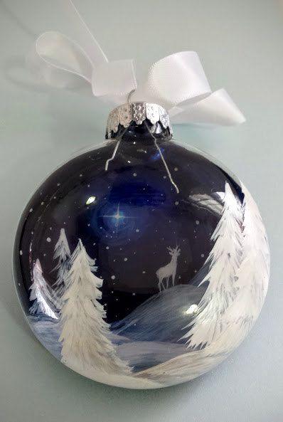 Noël bleu ornement renne blanc cerf étoilé nuit d'hiver neigeux scène forêt de pins des vacances uniques artistique peint à la main cadeau saisonniers