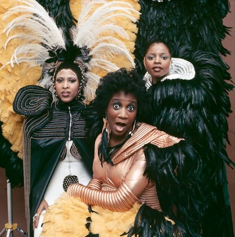 Lady Marmalade Patti Labelle & her Bluebells Old School Music, Beautiful Black Women, Beautiful People, Reggae, Black History, Girl Group, Hip Hop, Singing, Wonder Woman