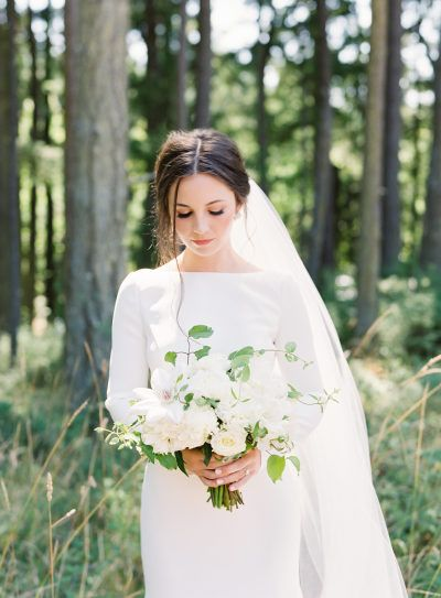 This Bride Went 100 Minimalistic With Her Dress It S So Good Wedding Dresses Romantic Western Wedding Dresses Wedding