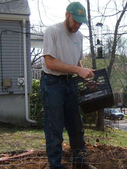 Milk Crate soil sifter. Just add hardware cloth!! Great idea.