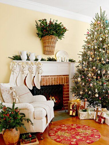 35 Pretty Christmas Living Room Ideas To Get You Ready For The Holidays In 2020 Christmas Decorations Living Room Christmas Living Rooms Christmas Home