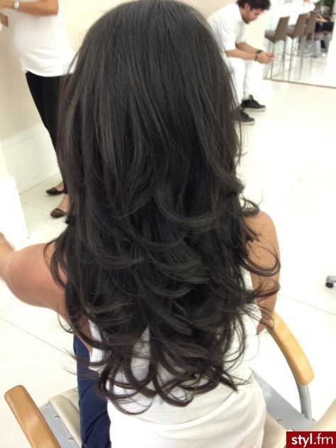 This is my goal...long layers and I love the color!!