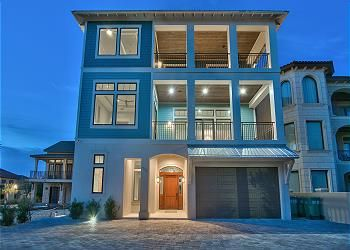 Miramar Paradise Has A Pristine Open Floor Plan Which Is Echoed Throughout The Entire Home And Comfortably Sleeps 32 Gu Beach House Plans Miramar Beach House
