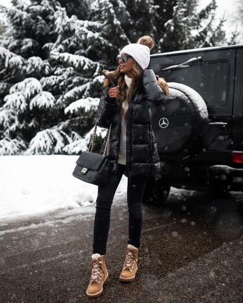 Snow Outfits For Women, Winter Boots Outfits, Winter Fashion Outfits, Autumn Winter Fashion, Fall Outfits, Clothes For Women, Snow Fashion, Casual Winter Outfits, Trendy Outfits