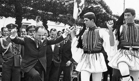 21η Άπριλίου 1967 - Γεώργιος Παπαδόπουλος, ένας συνταγματάρχης πρόεδρος τής Έλλάδος, ό μοναδικός πρόεδρος τής πατρίδας μας πού έκλέχθηκε άπ' εύθείας άπό τόν έλληνικό λαό, όλοι οί άλλοι είναι άπλώς πράκτορες ξένων συμφερόντων... Αίωνία του ή μνήμη!!!