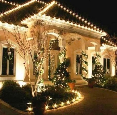 20 Awesome Outdoor Christmas Lights House Decorations Ideas Remajacantik Christmaslightsdecorideas Awesomeoutdoorc Christmas Lights Outside Decorating With Christmas Lights White Christmas Lights