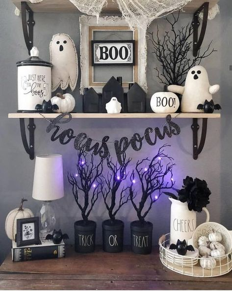 Cheap DIY Dollar Store Halloween Decoration ideas to spook your guests - Hike n Dip - - This Halloween spooke your guests with a scary and spooky Halloween decoration for your home. Try these Cheap DIY Dollar Store Halloween Decoration ideas. Hallowen Ideas, Spooky Halloween Decorations, Halloween Party Decor, Halloween 2019, Holidays Halloween, Halloween Crafts, Halloween Recipe, Halloween Mantel, Halloween Makeup