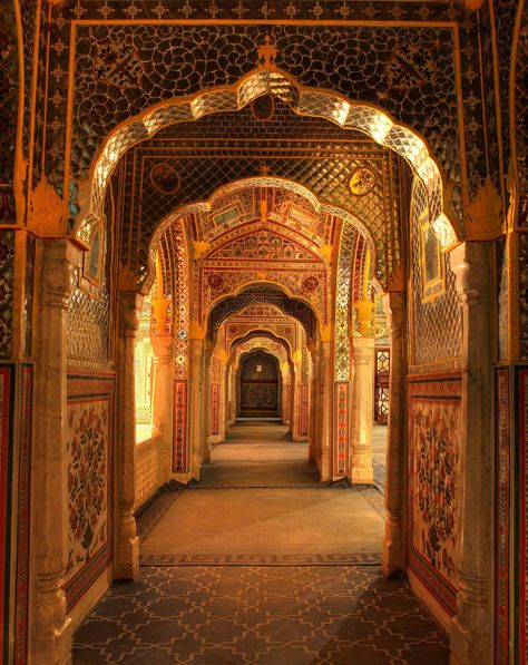 A mahārāja's mansion is the surreal setting for Samode Palace boutique hotel near Jaipur, in rural Rajasthan. Mughal Architecture, Ancient Architecture, Beautiful Architecture, India Palace, Indian Aesthetic, Rajasthan India, India India, India Art, India Travel
