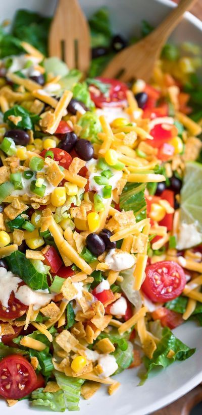This delicious vegetarian Black Bean Taco Salad is loaded with veggies and drizzled with a delicious homemade creamy salsa dressing. There's so much texture and flavor in this fun taco salad bowl! Veggie Recipes, Mexican Food Recipes, New Recipes, Vegetarian Recipes, Dinner Recipes, Cooking Recipes, Healthy Recipes, Vegetarian Taco Salad, Veggie Taco Salad