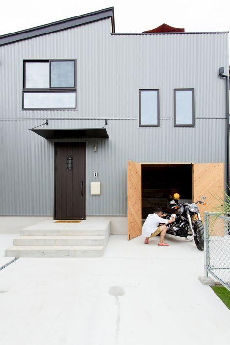 趣味のバイクがいじれるガレージと バーベキューができる屋上がある