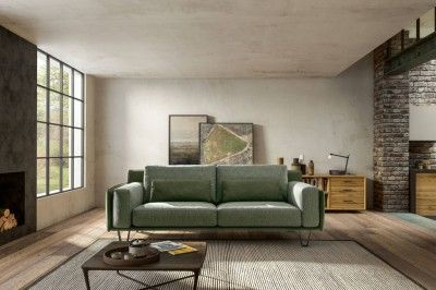 Sul #divano in #soggiorno si trascorrono le ore dedicate al #relax ...