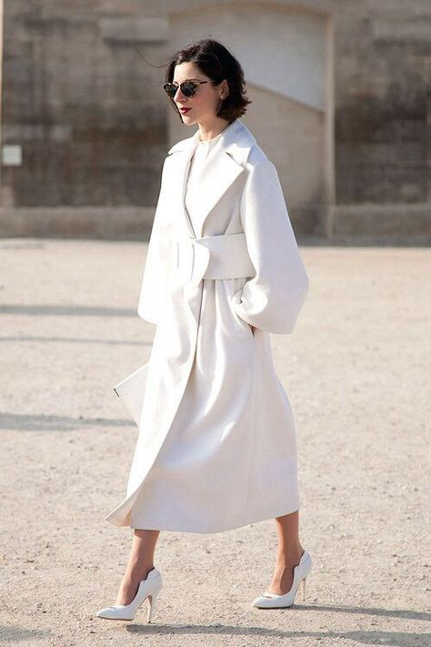 The Best Street Style at Paris Fashion Week Tres Chic! The Best Street Style at Paris Fashion Week pure white coat dress and shoesTres Chic! The Best Street Style at Paris Fashion Week pure white coat dress and shoes