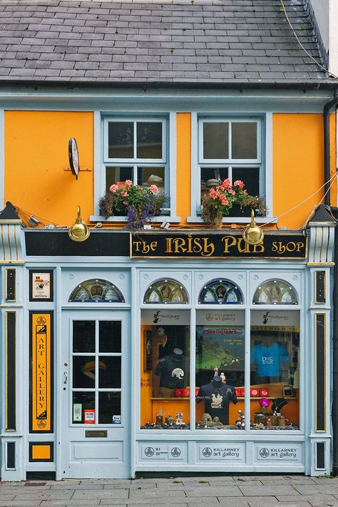 The Best One Week Ireland Itinerary to plan a perfect Ireland vacation Best Places To Travel, The Places Youll Go, Stuff To Do, Things To Do, Ireland Travel Guide, Ireland Landscape, Ireland Vacation, Adventure Is Out There, Best Vacations