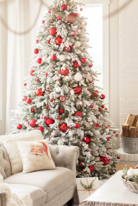 Christmas in the living room - handmadefarmhouse.com
