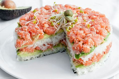 """Sushi Cake - French blog """"Now I'm a Cook!"""" gives us a delectable recipe to create a California sushi cake that will leave you floored, created from salmon, avocado, rice and more."""