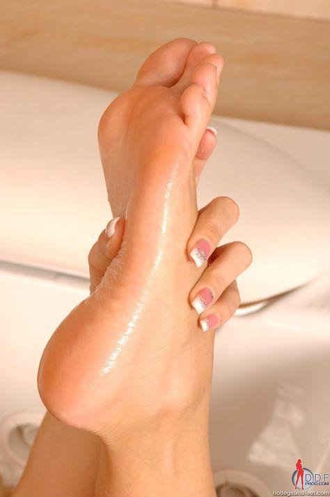 Feet Toes