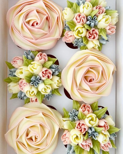 Top 40 Wedding Cupcakes from kerrys_bouqcakes Cake Decorating Techniques, Cake Decorating Tips, Cookie Decorating, Decorating Bedrooms, Floral Cupcakes, Wedding Cakes With Cupcakes, Cupcake Bouquets, Floral Cake, Cupcake Frosting
