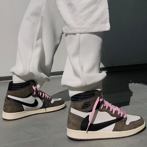 """THE DROP DATE on Instagram: """"The TRAVIS SCOTT X NIKE AIR JORDAN 1 are scheduled for release MAY 3... - Will you be attempting to pick up a pair❓Let us know in the…"""""""