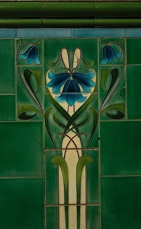 I think this is where my love of Emerald Green comes from, this Art Deco style that utilised the colour so well.