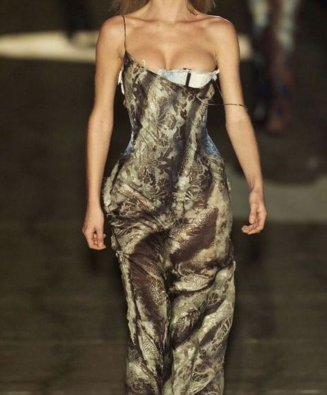 """A Vision of a Work of Art on Instagram: """"V. Cleavage adds extra details to the dress.  Roberto Cavalli Fall 2001 RTW"""" Dubai Fashion, 90s Fashion, Couture Fashion, Runway Fashion, High Fashion, Fashion Show, Fashion Dresses, Vintage Fashion, Celebrities Fashion"""