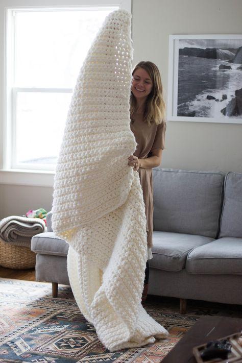 Learn To Crochet: Chunky Blanket ༺✿ƬⱤღ http://www.pinterest.com/teretegui/✿༻