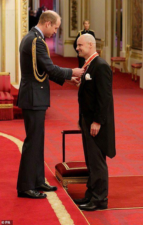 Prince William leaves Kensington Palace on morning after Sandringham