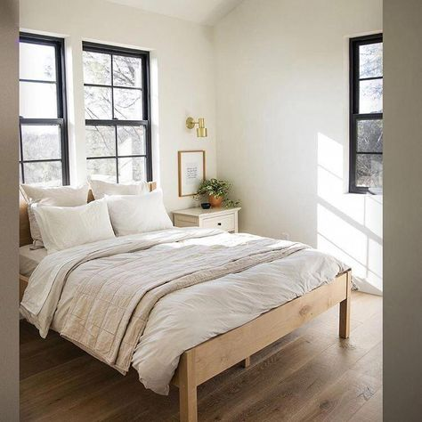 When we talk about layering, this is what we mean. Bright airy bedroom. IG: @thewilsonsbuild #Bedroomideas #bedroomdiy