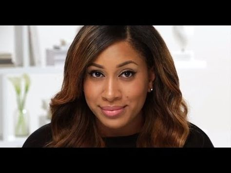 #Sephora PRO Artist Myiesha Sewell shows you how to draw on a graphic cat eye with a quick flick of liquid liner.