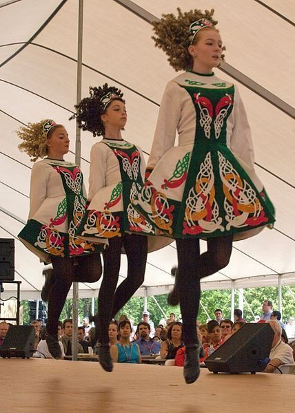 Irish dancers | アイリッシュダンス, 民族衣装, ケルト系