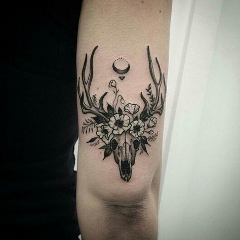 Deer skull and flowers