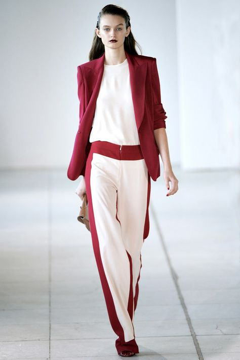 Antonio Berardi Spring 2012 Ready-to-Wear collection, runway looks, beauty, models, and reviews.