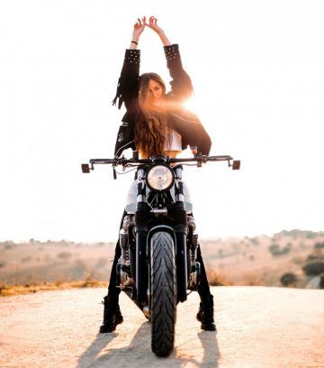 70 Ideas motorcycle girl photography motors for 2019 Motorbike Girl, Motorcycle Style, Girl Bike, Motorcycle Fashion, Women Motorcycle, Girl Riding Motorcycle, Dirt Bike Girl, Lady Biker, Biker Girl