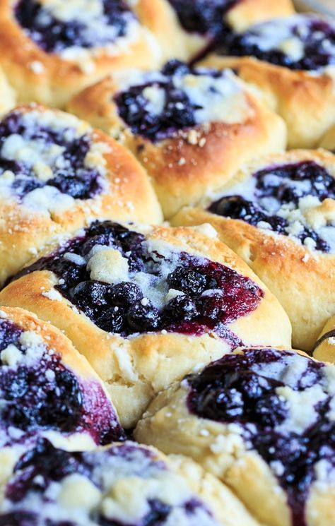 Blueberry Kolaches are made from a sweetened yeast dough and filled with a simple, fresh blueberry filling and a streusel topping. Beautiful and delicious! Breakfast Recipes, Dessert Recipes, Czech Recipes, Slovak Recipes, German Recipes, Scones, Blueberry Recipes, Strudel, Croissants