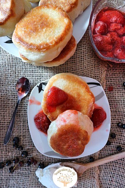Vegane Oladuschki aus Hefeteig einfach selber machen | Rezept für fluffige russische Oladji (Pancakes) ohne Ei #Oladji #Oladuschki #OladuschkiRezept #RussischeOladuschki