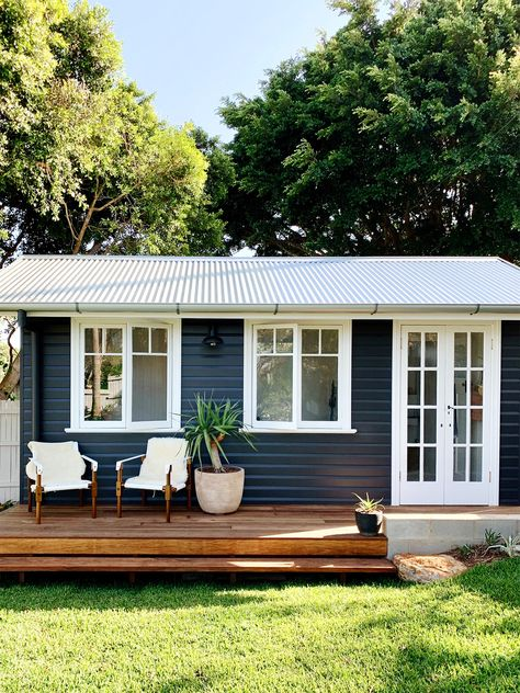Courtney Adamo's Before and After Renovation Makes a Backyard Shed a Central Part of Her Home – Lebensraum Backyard Office, Backyard Sheds, Backyard Cottage, Backyard Studio, Tiny Backyard House, Small House Garden, Small Pool Houses, Small Backyard Decks, Backyard Buildings