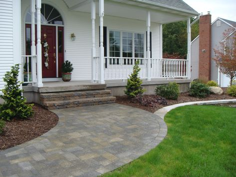 Curved Paver Walkway Walkways 01 Bluestone With Paver Border Porch Landscaping Home Landscaping Front Stoop Decor