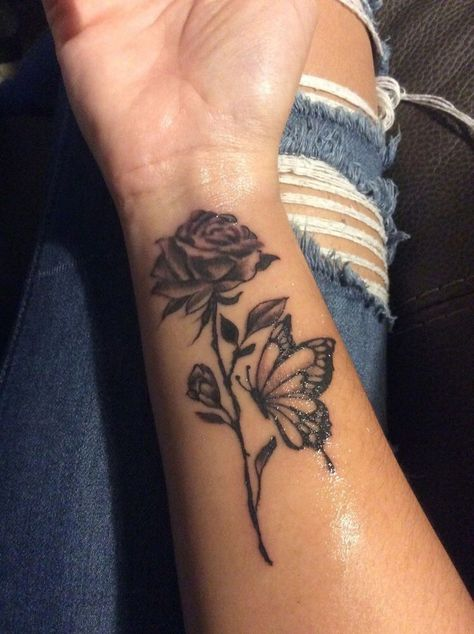 Best Small Tattoo Placement Ideas for Female – Tattoo Styles & Tattoo Placement Mini Tattoos, Rose Tattoos, Sexy Tattoos, Body Art Tattoos, Tatoos, Ankle Tattoos, Rose Tattoo Forearm, Collarbone Tattoo, Rose Hand Tattoo