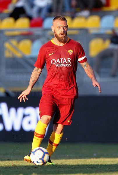 Daniele De Rossi Photostream   Best nba players, As roma, Football ...