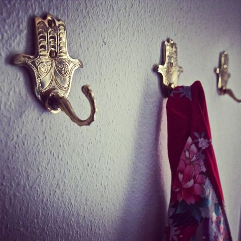 The hand (Hamsa) particularly the open right hand is a sign of protection that also represents blessings, power, strength. The hook looks great in a bedroom or grouped in 3 or 5 in your entryway. Spiritual Decor, Hand Of Fatima, Garden Landscape Design, Hamsa Hand, Room Accessories, Inspired Homes, Feng Shui, Boho Decor, House Design