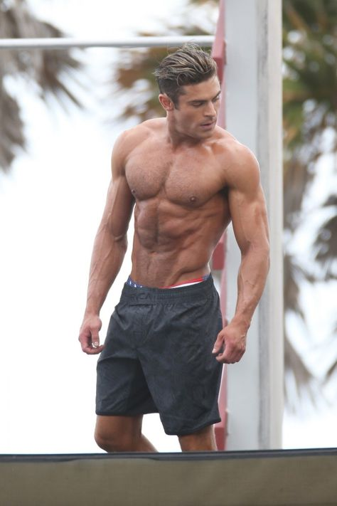 Zac Efron finally went shirtless on the set of his newest film, Baywatch, in Miami. On top of showing off his insane abs and muscular physique this week, Zac Cody Christian, Austin Mahone, Shirtless Men, Justin Beiber Shirtless, Channing Tatum, Attractive Men, Muscle Men, Male Body, Cute Guys