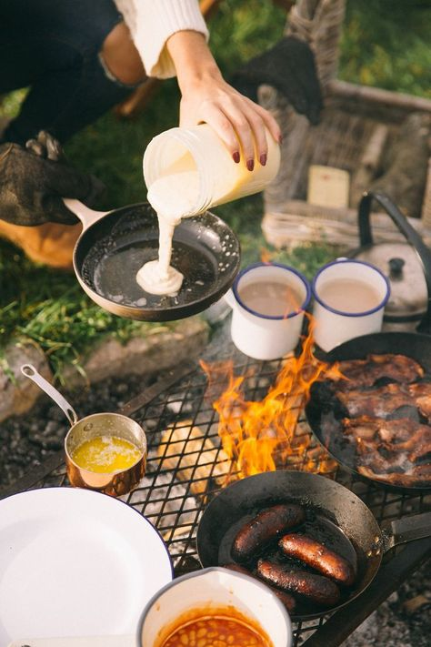 Be attentive and learn what you need to know regarding camping. You and the entire gang can grow as a family by experiencing a camping trip together. Since you wish to get more from your camping adventure, read this information carefully. Choose a tent. Camping Glamping, Camping And Hiking, Camping Life, Camping Meals, Family Camping, Camping Hacks, Couples Camping, Camping Cooking, Camping Box