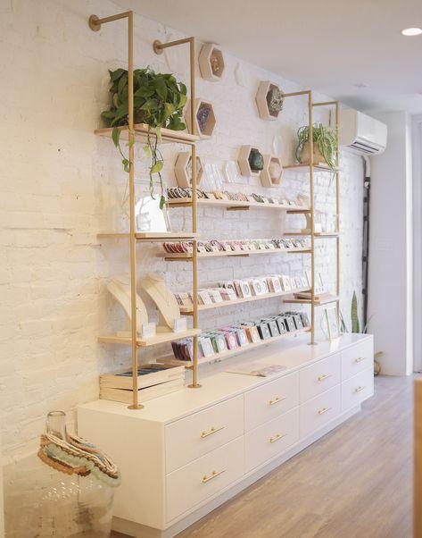 Shop gorjana in Brooklyn, NY Boutique Decor, Boutique Store Design, Boutique Shop Interior, Gift Shop Interiors, Store Interiors, Showroom Interior Design, Retail Interior, Schönheitssalon Design, Clothing Store Interior