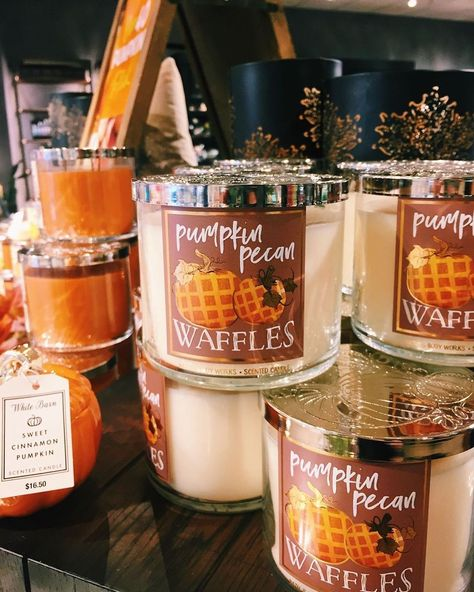 Pumpkin bath and body works candles. Pumpkin bath and body works candles. Decor Inspiration, Autumn Inspiration, Soirée Halloween, Halloween Inspo, Halloween Candles, Halloween Pictures, Autumn Photography, Photography Ideas, Photography Challenge