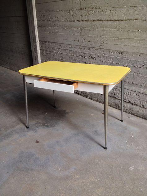 Tavolo Formica Vintage.Mercatino Dell Usato Viceversa Tavoli Tavolo Formica