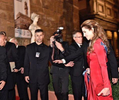 ♔♛Queen Rania of Jordan♔♛... Queen Rania Receives Andrea Bocelli Humanitarian Award